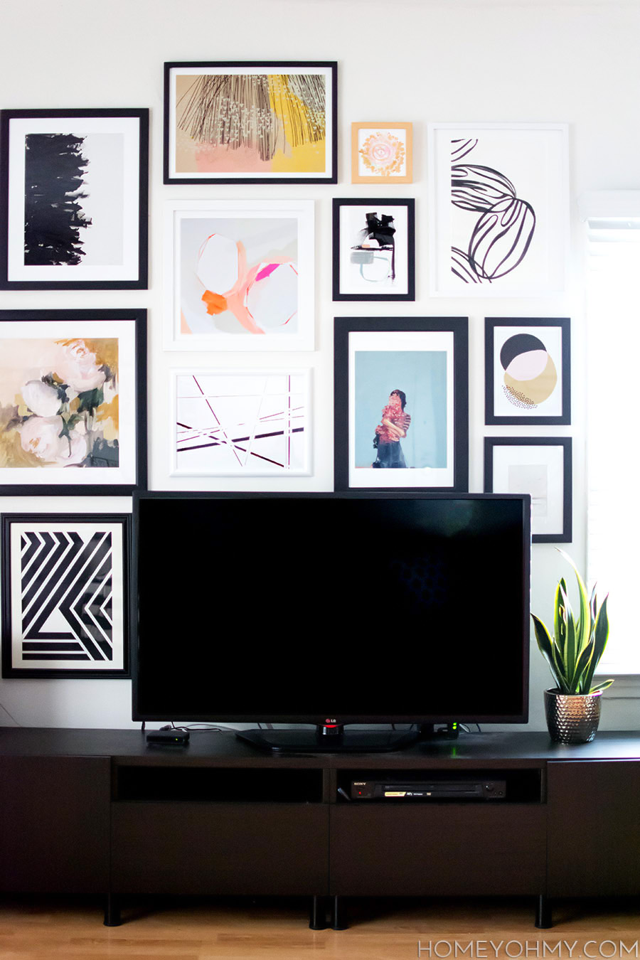 How to plan and hang a gallery wall homey oh my for Mural vision tv