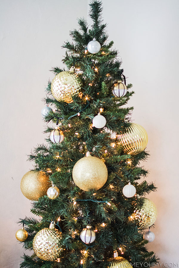 Christmas tree with big gold ornaments - Christmas Tree With Big Gold Ornaments - Homey Oh My