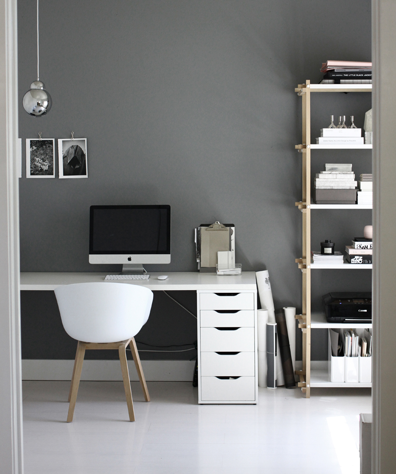 black and white workspaces homey oh my. Black Bedroom Furniture Sets. Home Design Ideas