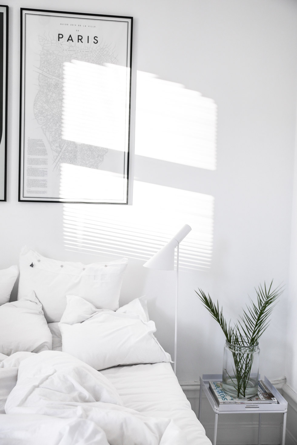 Minimal bedrooms again homey oh my for Minimalist black and white bedroom