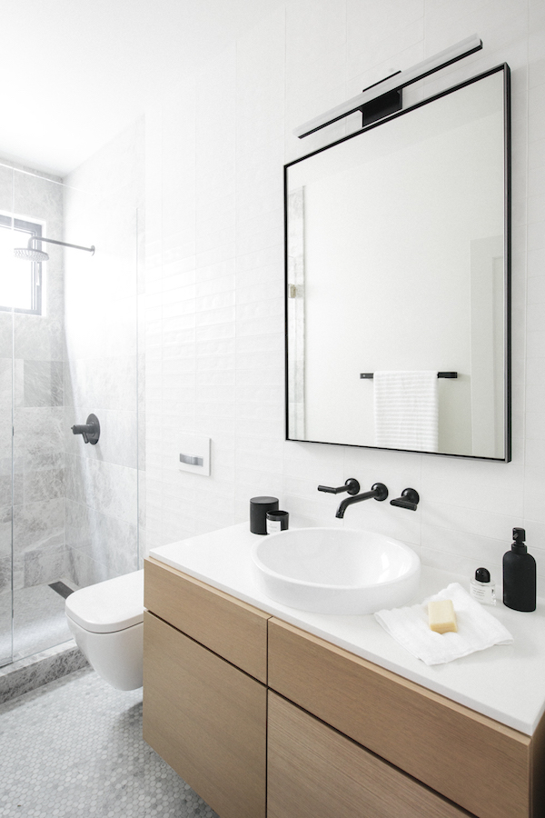 bathroom black faucet