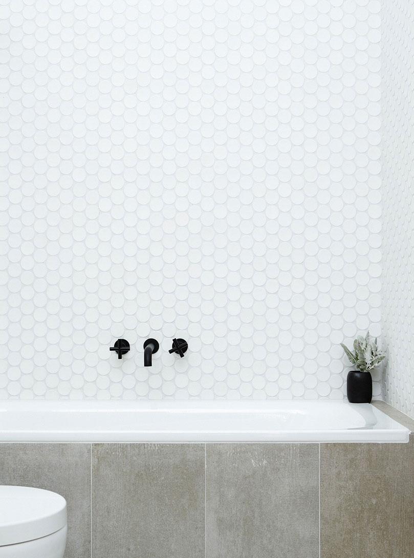 black faucet bath