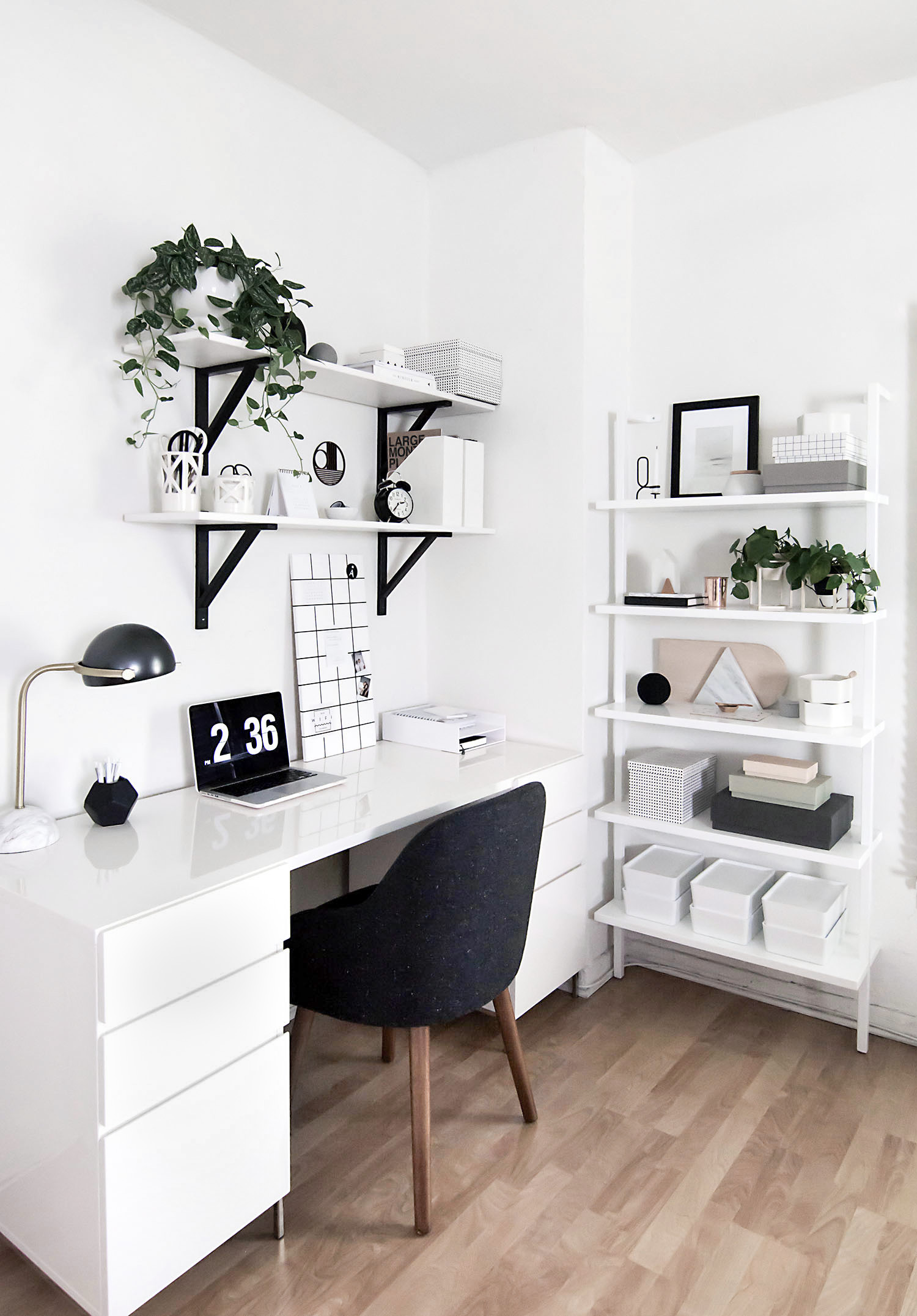 Monochrome Workspace - Homey Oh My