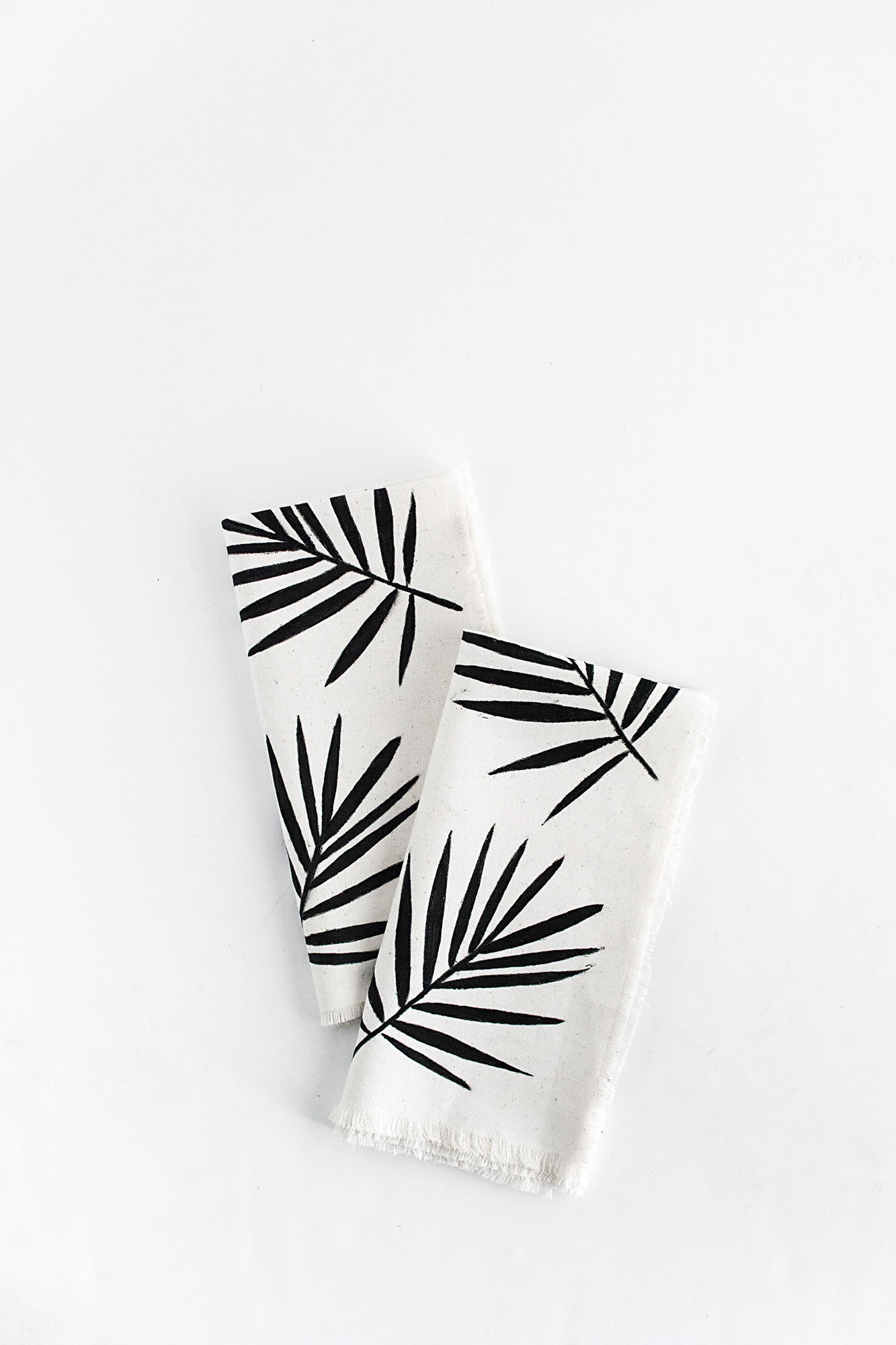 DIY-Palm Leaf Napkins