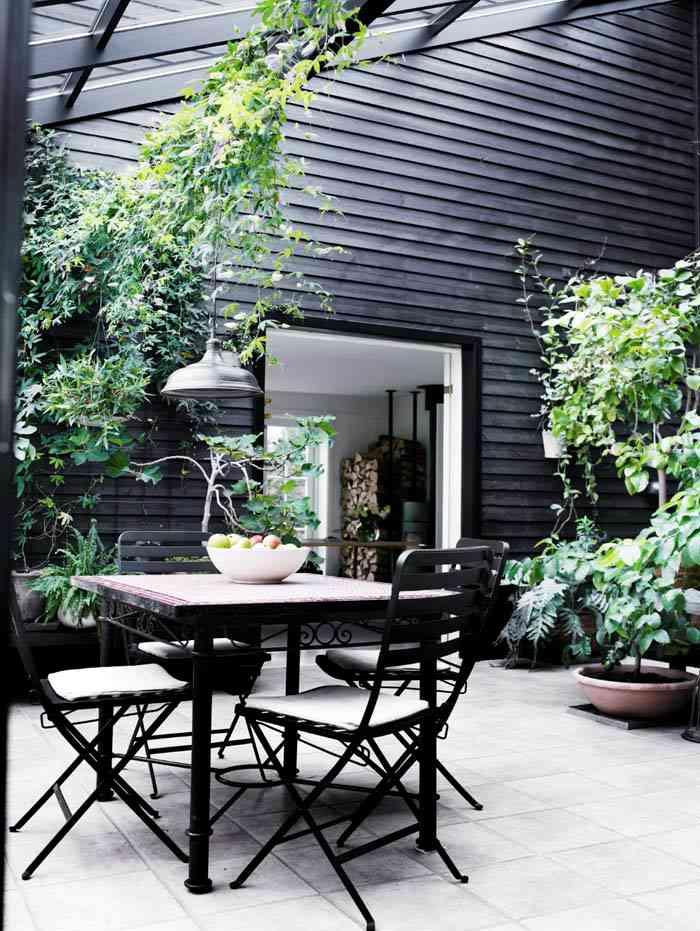 black-farmhouse