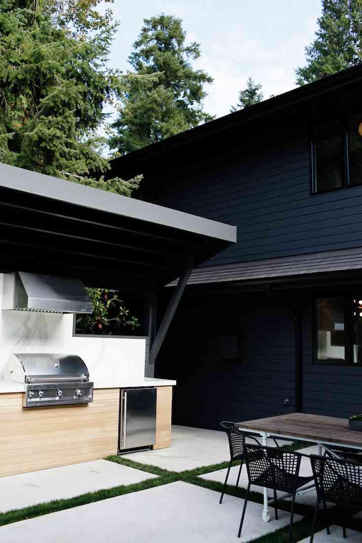 black-home-minimalist-outdoors