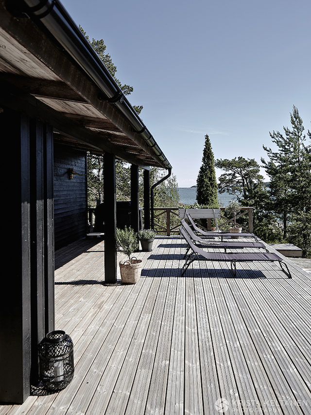 black-house-and-deck