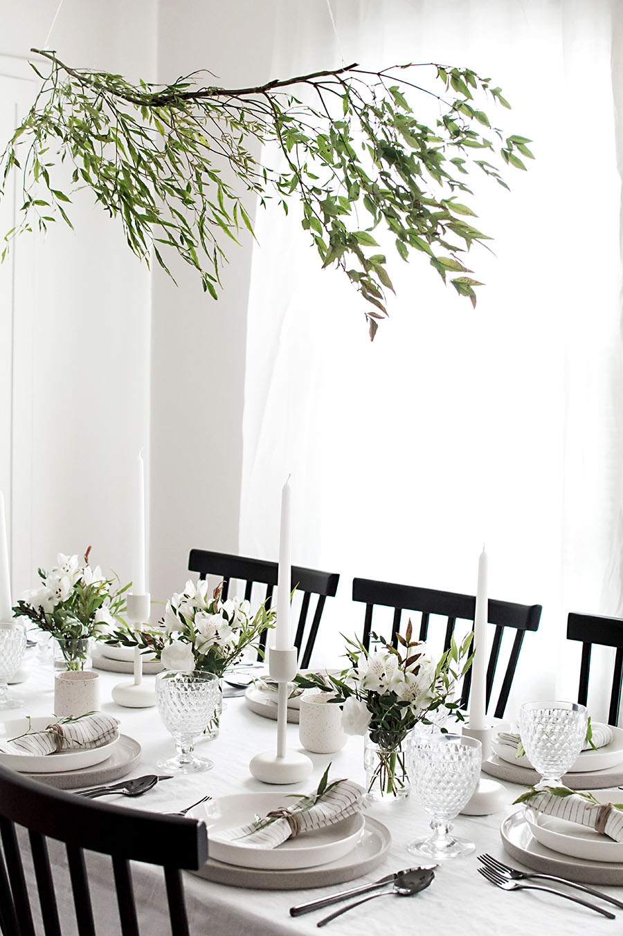 5 tips to set a simple and modern tablescape homey oh my - Modern christmas table settings ideas ...