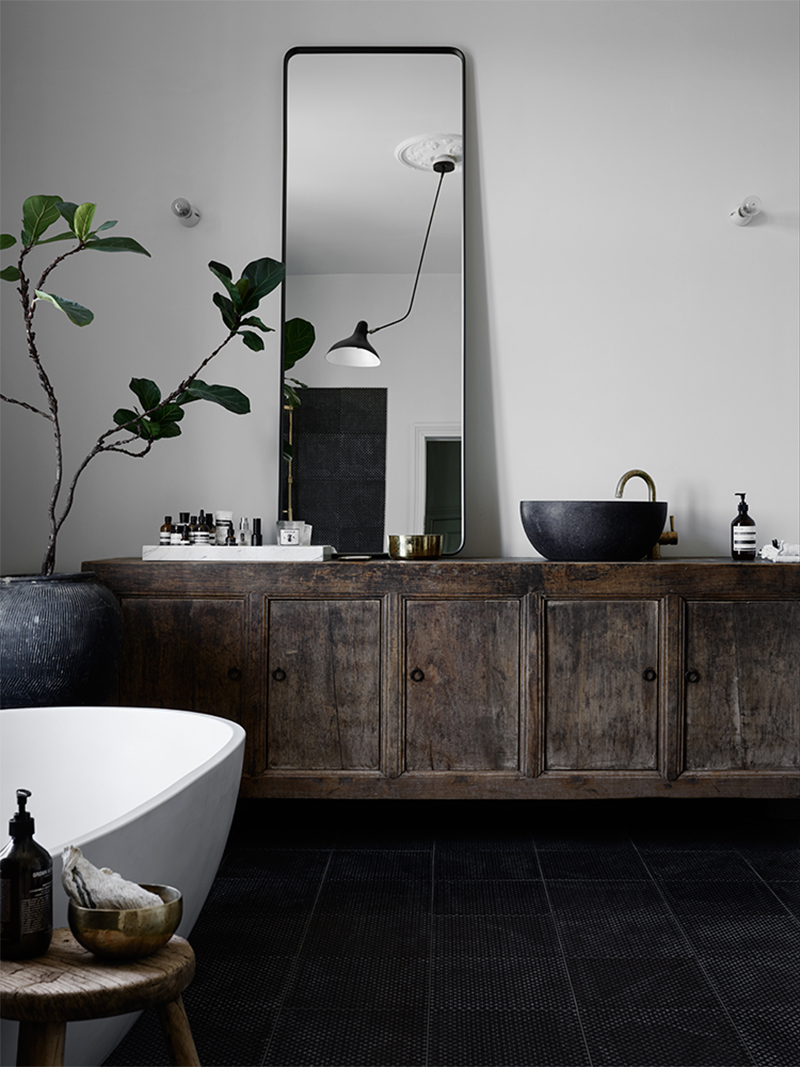 moody-bath
