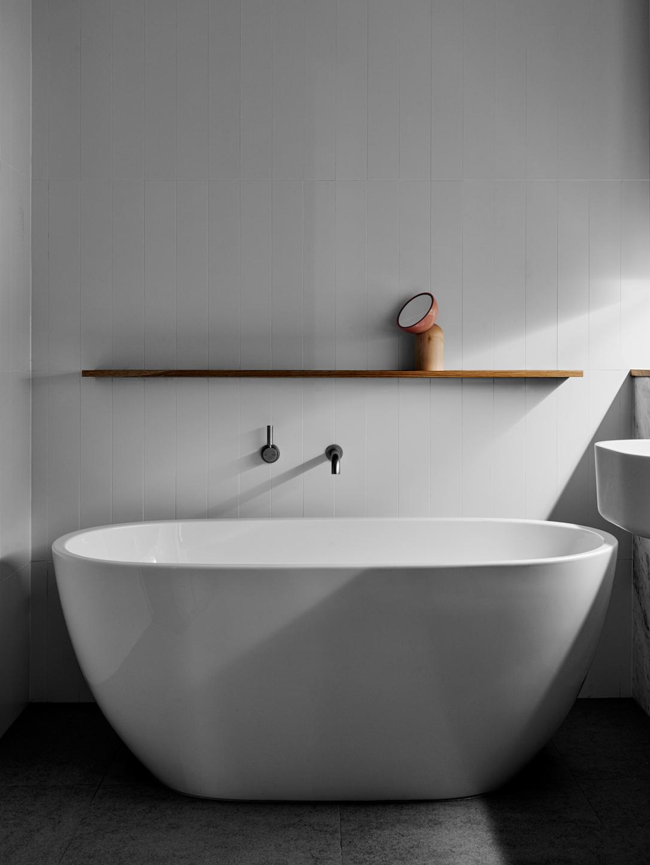 moody-tub