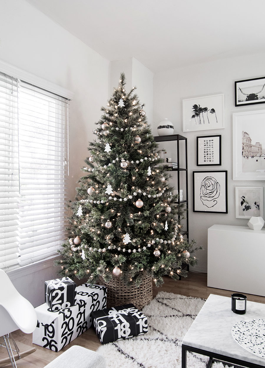 minimal scandinavian christmas tree homey oh my. Black Bedroom Furniture Sets. Home Design Ideas