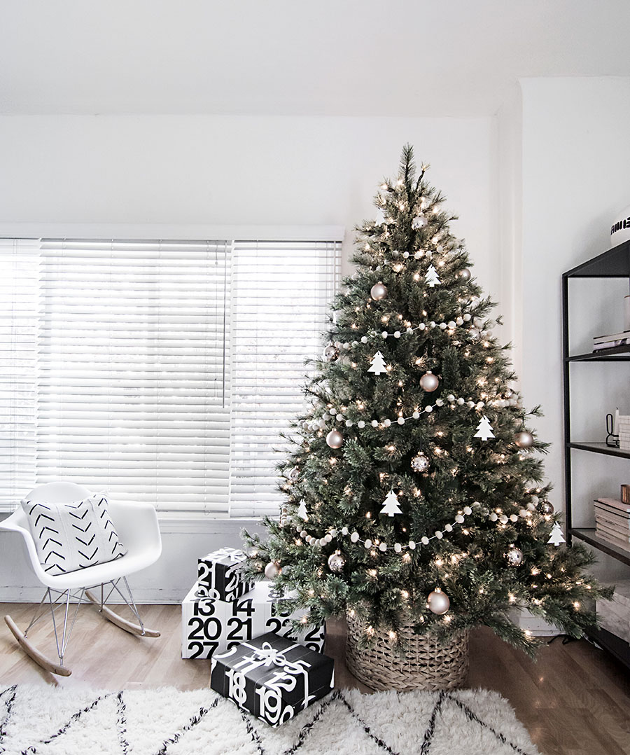 minimal-scandinavian-christmas-tree-lit-9