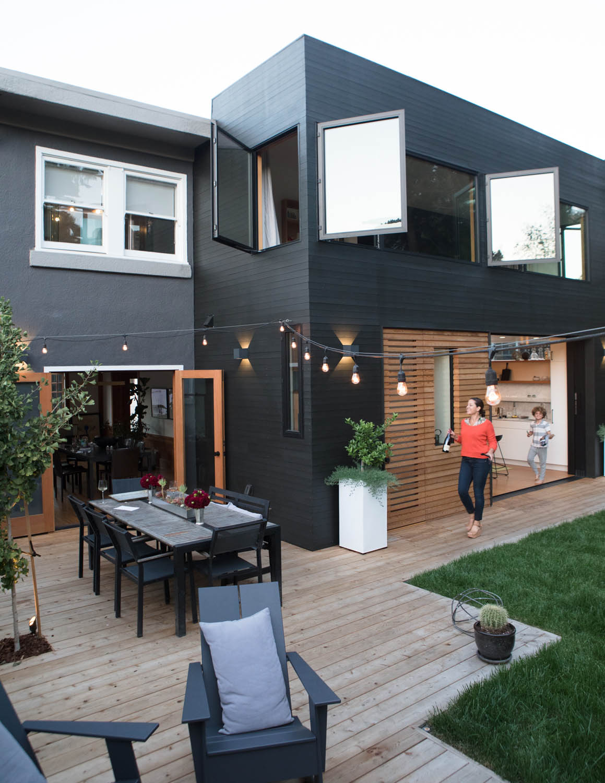 Modern outdoor spaces homey oh my - Pintar exterior casa ...