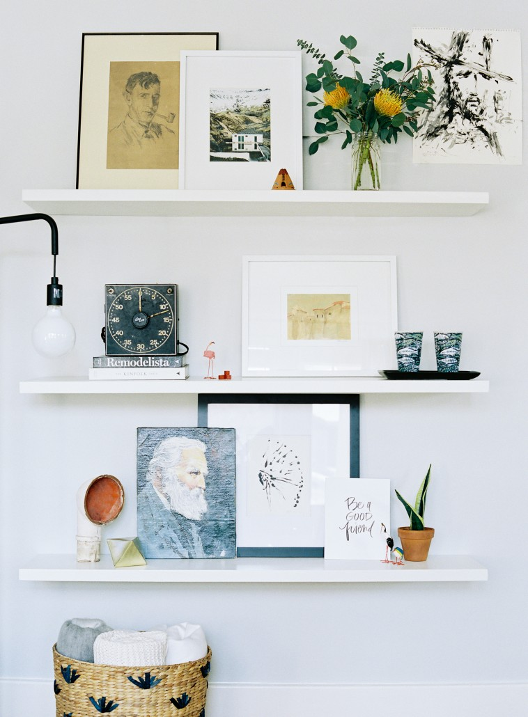 how to style floating shelves