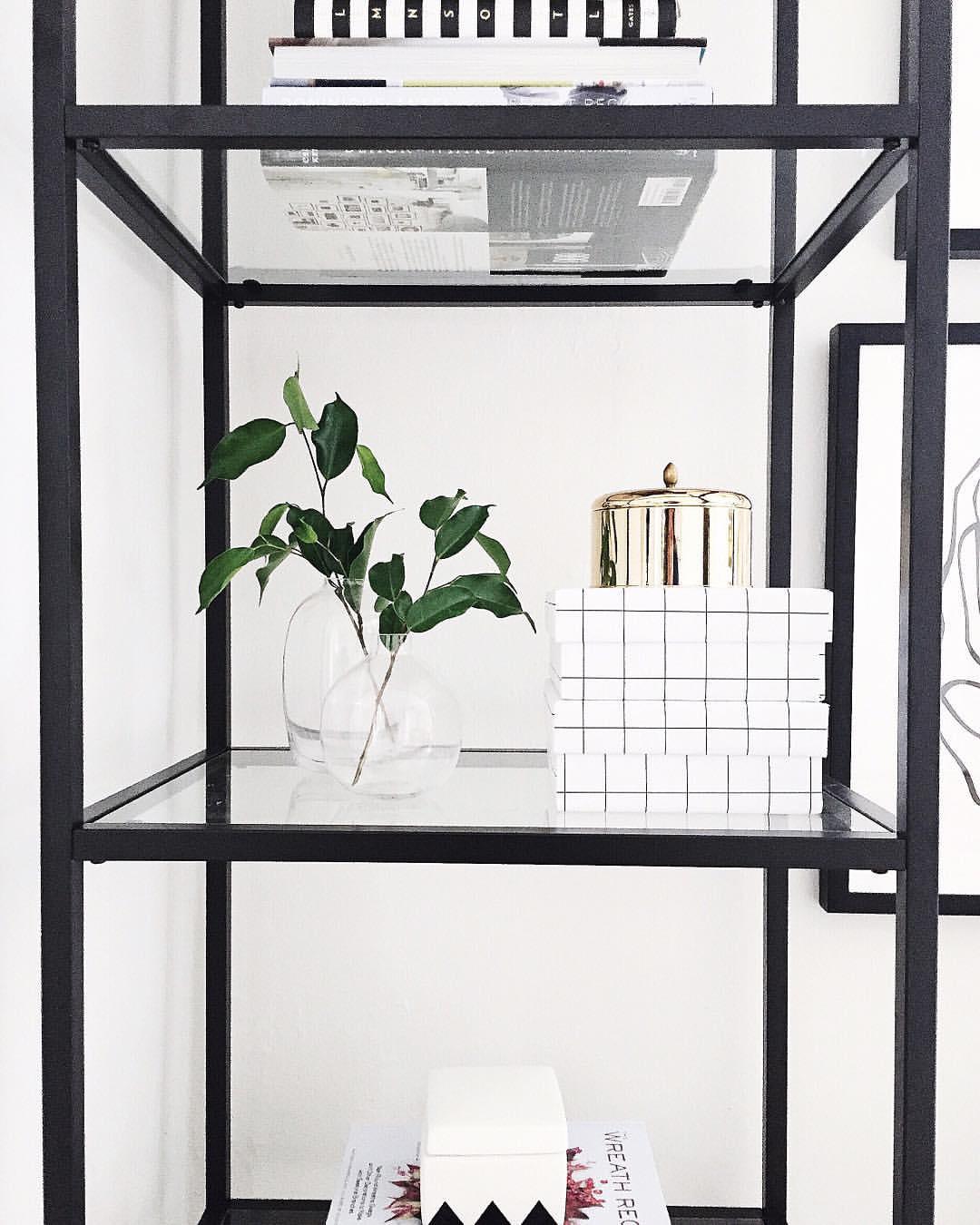 simple shelfie