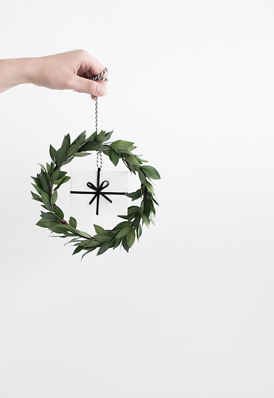 DIY Gift card mini wreath