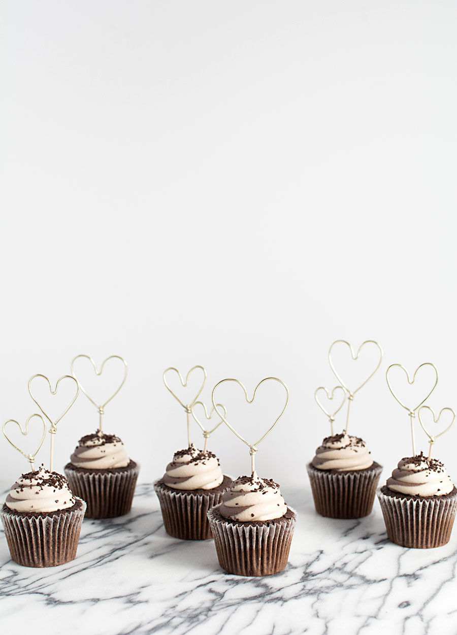 DIY Gold Wire Heart Cupcake Toppers