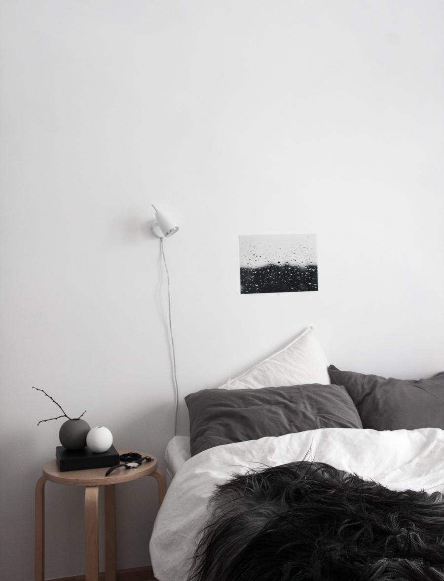 Monochrome-Scandinavian-bedroom.-Black-white-grey-wood-1