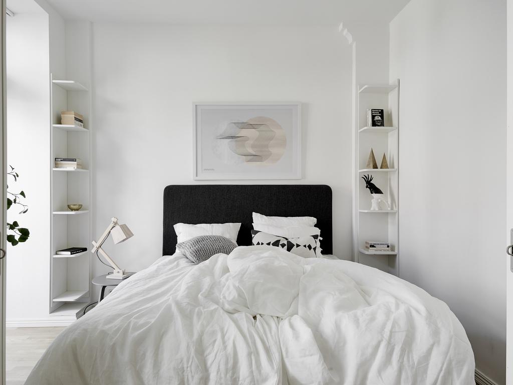 minimalist light bedroom