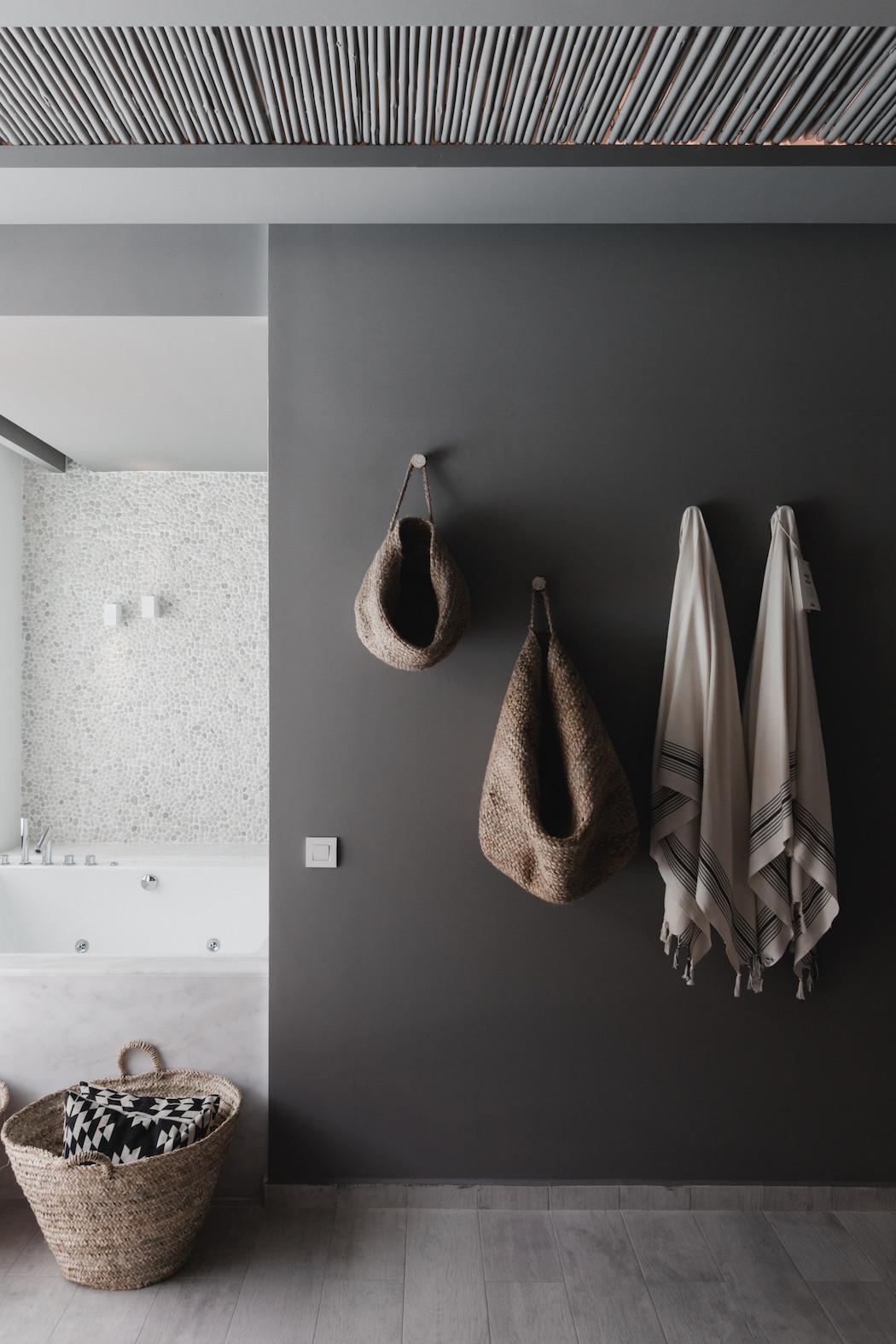 moody-bathroom