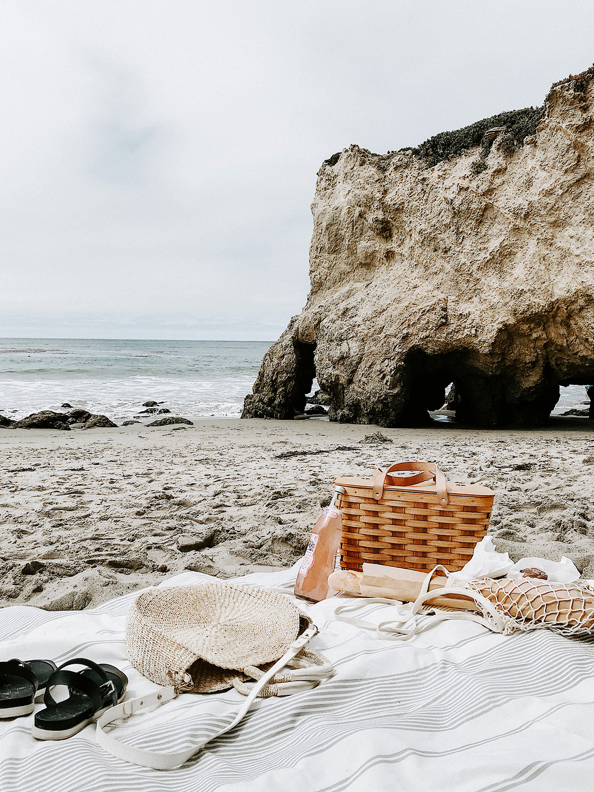 Tips What To Pack For A Beach Picnic