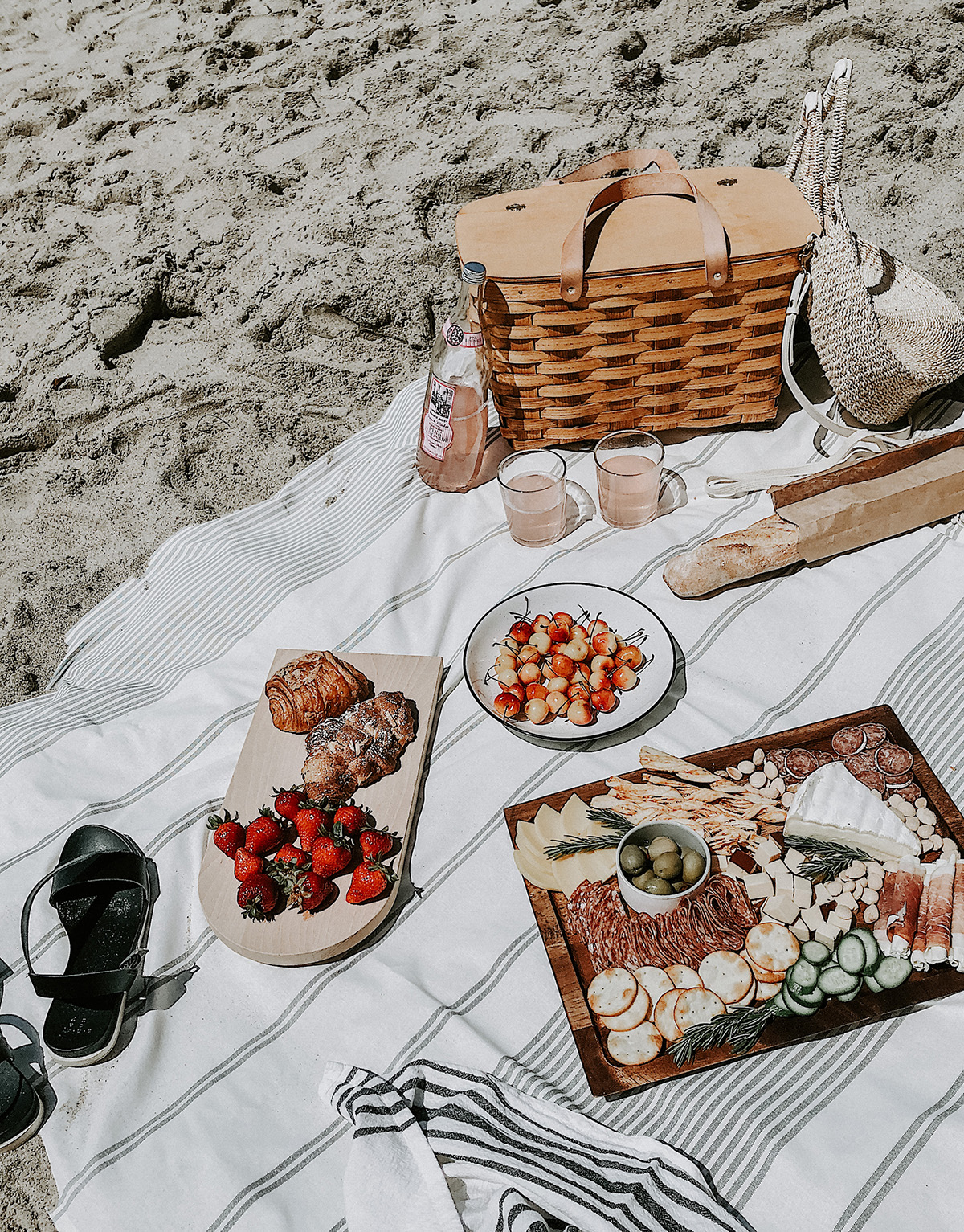 Tips What To Pack For A Beach Picnic Homey Oh My